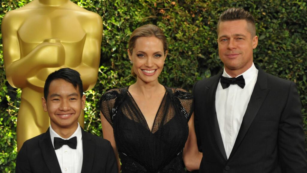STOLTE FORELDRE: I 2013 tok Brad Pitt og kona Angelina Jolie med seg eldstesønnen Maddox på den røde løperen under The Governor Awards i Los Angeles. Foto: NTB Scanpix