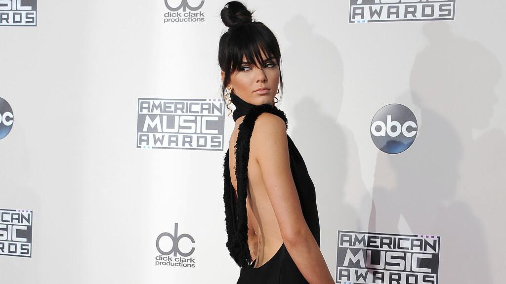 VÅGALT BILDESTUNT: I helgen delte TV-stjerne og toppmodell Kendall Jenner et dristig nakenbilde med sine over 42 millioner Instagram-følgere. Kort tid senere kom det frem at bildet, som 20-åringen ikke krediterte, forestiller en annen mørkhåret modell.   Foto: Splash News