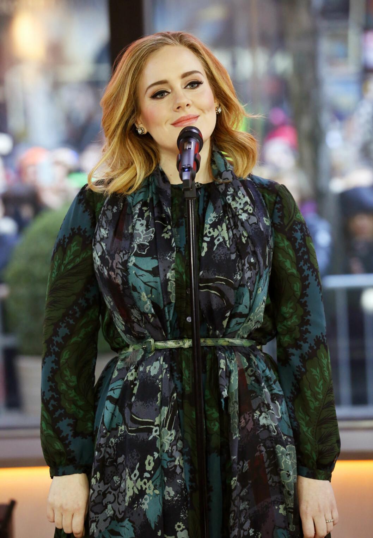 MEGASUKSESS: En knapp uke etter at Adele slapp sitt første album siden 2011, «25», hadde albumet solgt i nesten tre millioner eksemplarer i USA. På TV-showet «Today» fremførte Adele noe av sitt nye materiale.  Foto: Ap