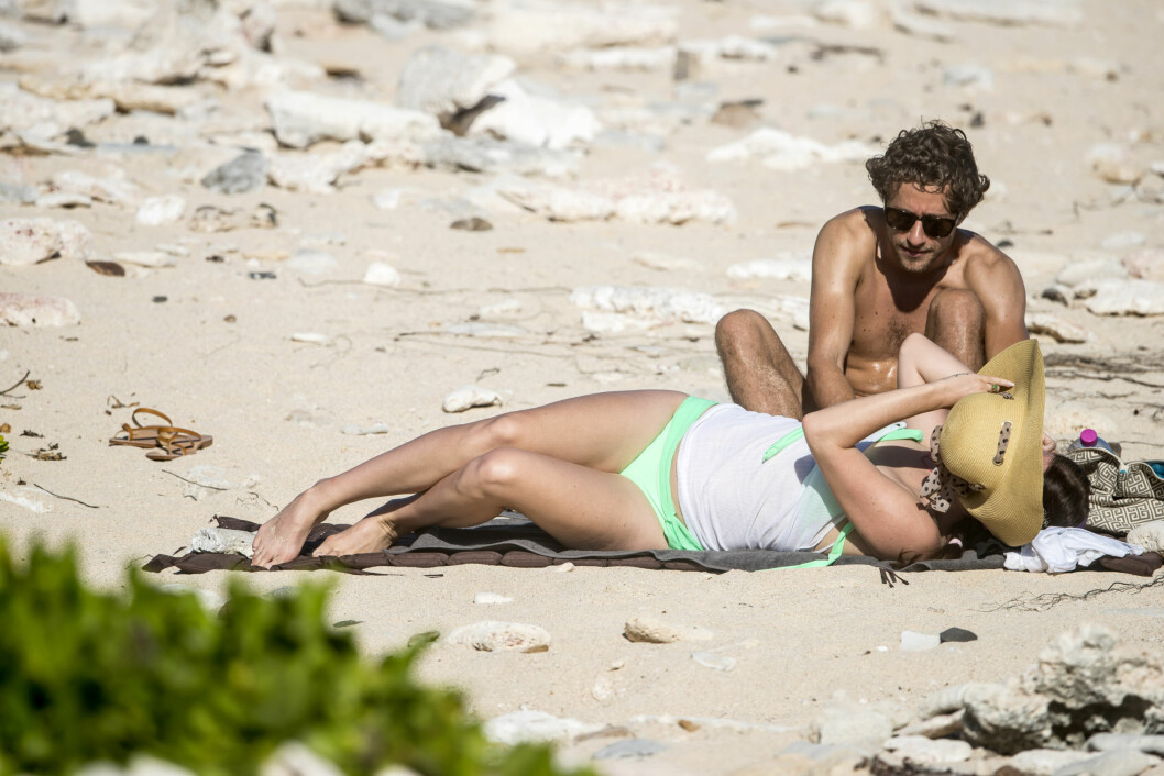 SLIKKET SOL: Lana og Francesco nøt solskinnet på Saint Barths, der de koste seg på en øde strand.  Foto: /All Over Press