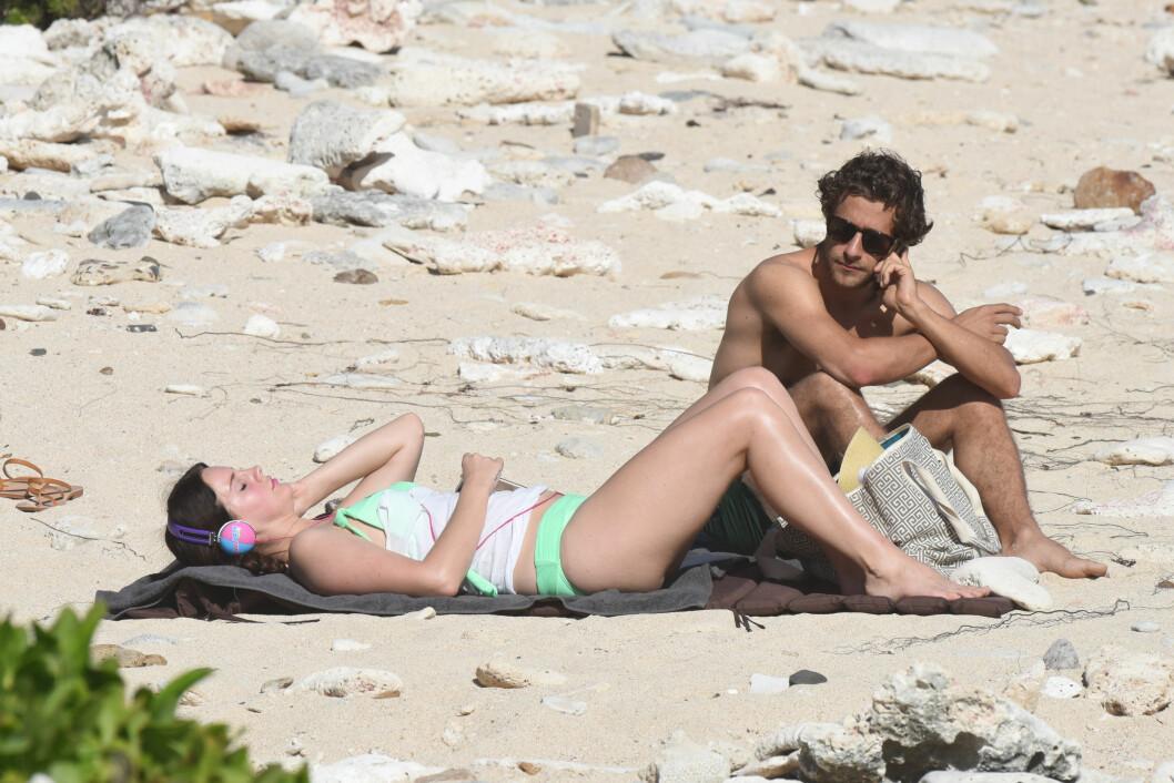 SLAPPET AV: Lana Del Rey og Francesco Carrozzini på stranden i Saint Barths.  Foto: Crystal / Splash News/ All Over Press