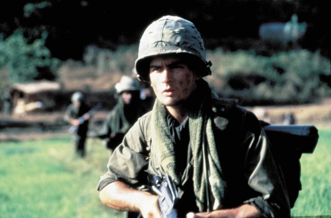 <strong>GJENNOMBRUDD:</strong> Charlie Sheen fikk sitt gjennombrudd med filmen «Platoon» i 1986.  Foto: ORION PICTURES / Album