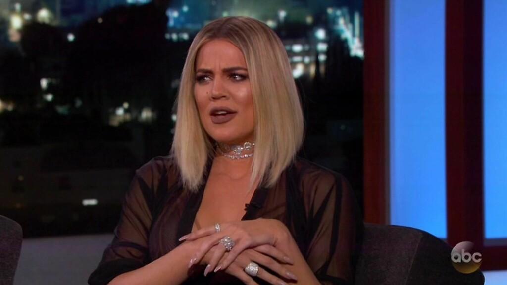 IRRITERT: Khloé Kardashian (32) gjestet talkshowet til Jimmy Kimmel denne uken. Responsen fra seerne har ført til at realitystjernen tar til motmæle i sosiale medier.  Foto: NTB Scanpix