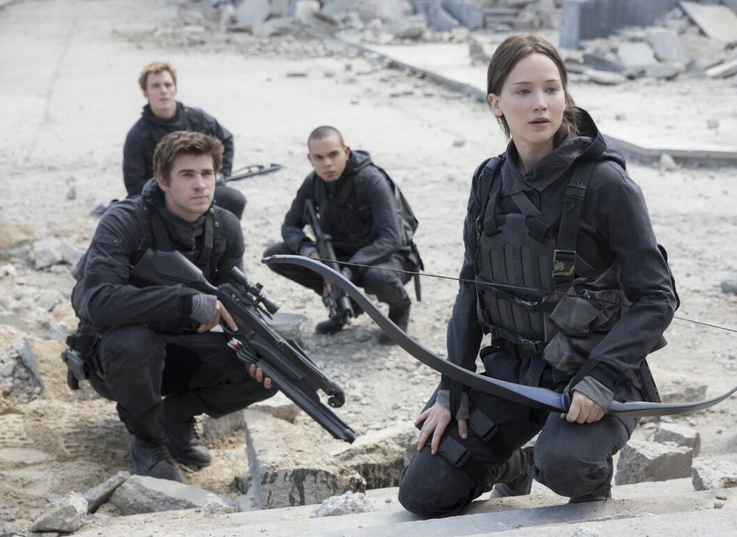 KINO-AKTUELL: Jennifer Lawrence er for tiden aktuell med siste av de fire Hunger Games-filmene. Her sammen med blant annet Liam Hemsworth. Foto: Album