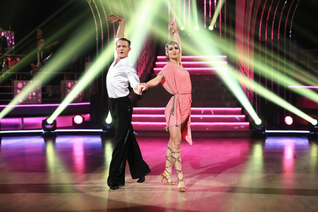GIR ALT: Adelen og dansepartneren Benjamin Jayakoddy i ful sving på dansegulvet.