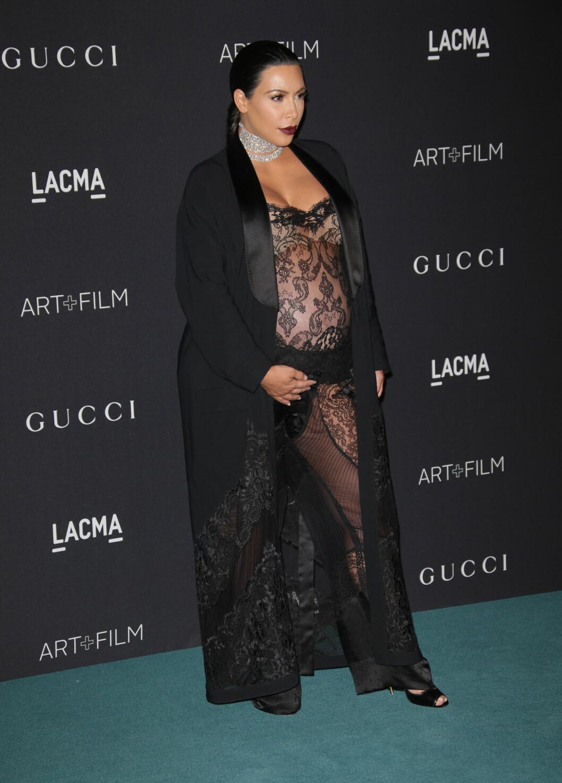 TØFF: Kim Kardashian lar ikke graviditeten stoppe henne i å kle seg nakent og sexy. Foto: wenn.com