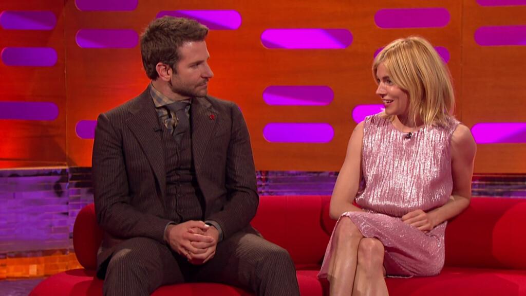 COOPER FIKK SKRYT: Bradley Cooper bar valmuesymbolet, og fikk skryt for det, mens Sienna Miller må tåle kraftig kritikk fra TV-seerne i Storbritannia. Foto: wenn.com
