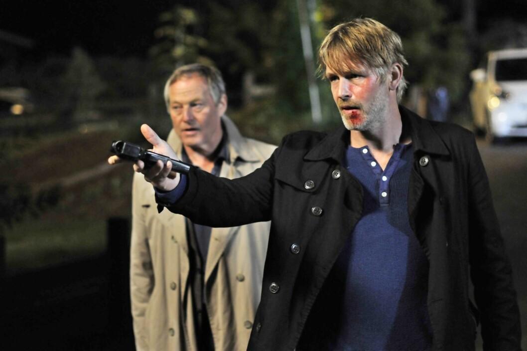 - KRIMMARATHON: Seim spilte hovedrollen i 12 «Varg Veum»-filmer på fem år. Her med Bjørn Floberg (68). Foto: Erik Aavatsmark/ SF Norge AS