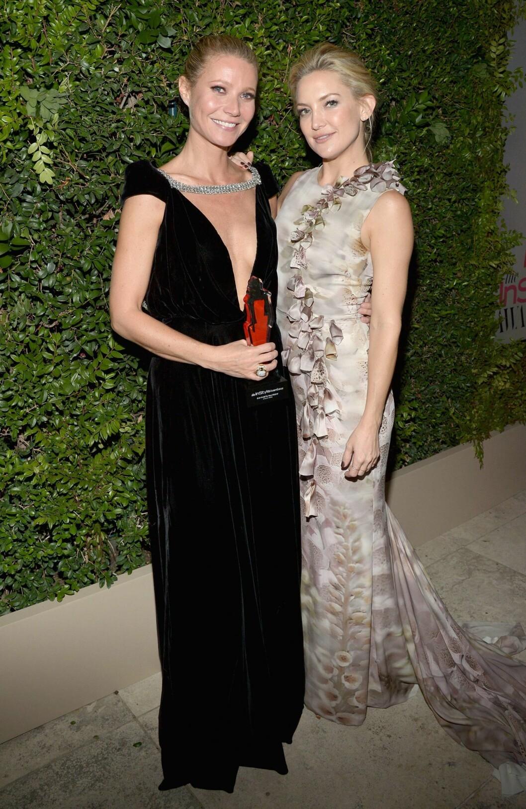 HEDRET: Gwyneth Paltrow mottok en pris for årets stilikon av motebladet InStyle. Her med Kate Hudson. Foto: Afp