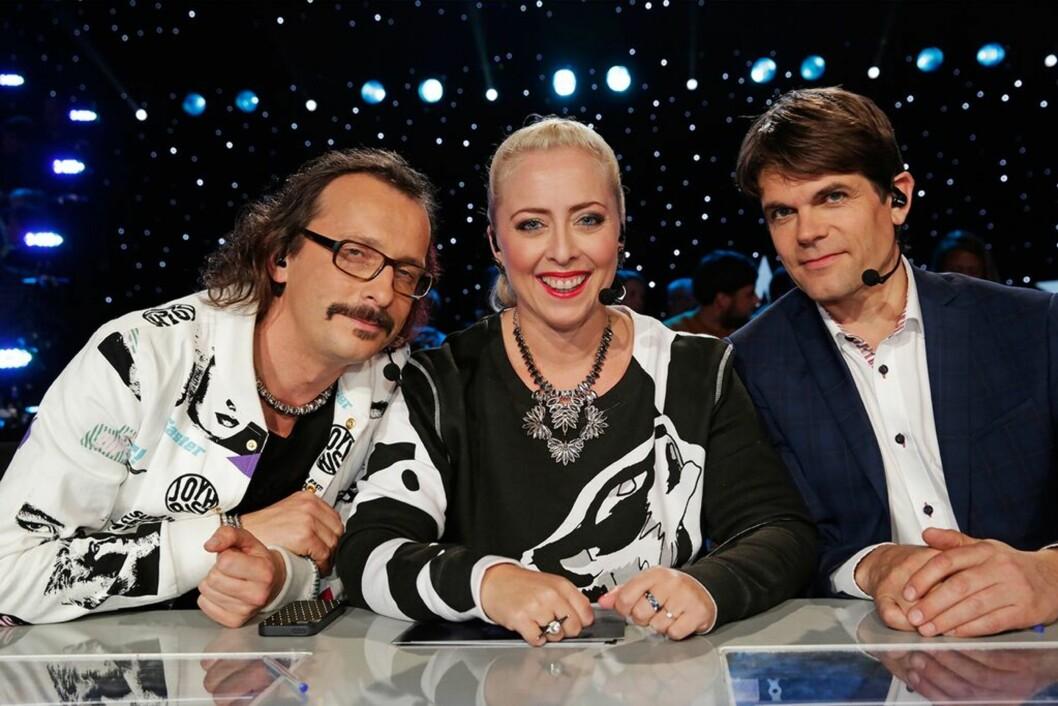 DOMMERE: Thomas Fledberg, Mona B. Riise og gjestedommer Lars Bremnes.   Foto: NRK