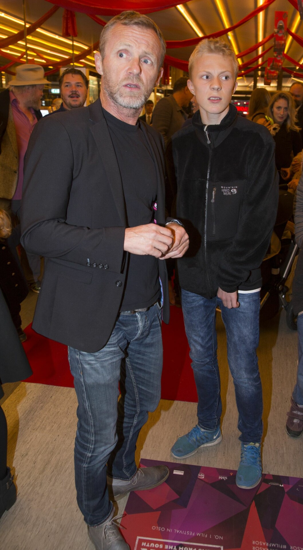 DOKTOR PROKTOR: Forfatter av bøkene, Jo Nesbø, og en gjest. Foto: Tore Skaar/Se og Hør
