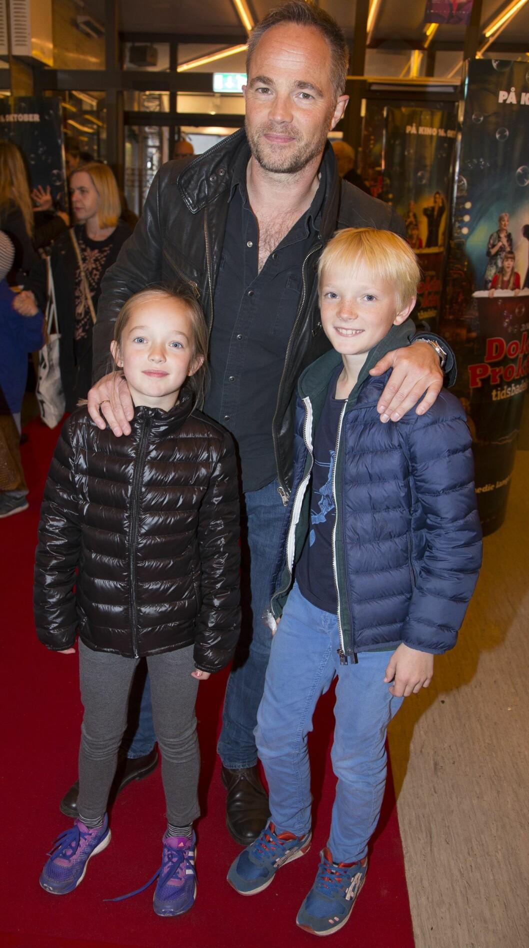 SPENTE: Jon Øigarden med barna Mirella og Filip. Foto: Tore Skaar/Se og Hør