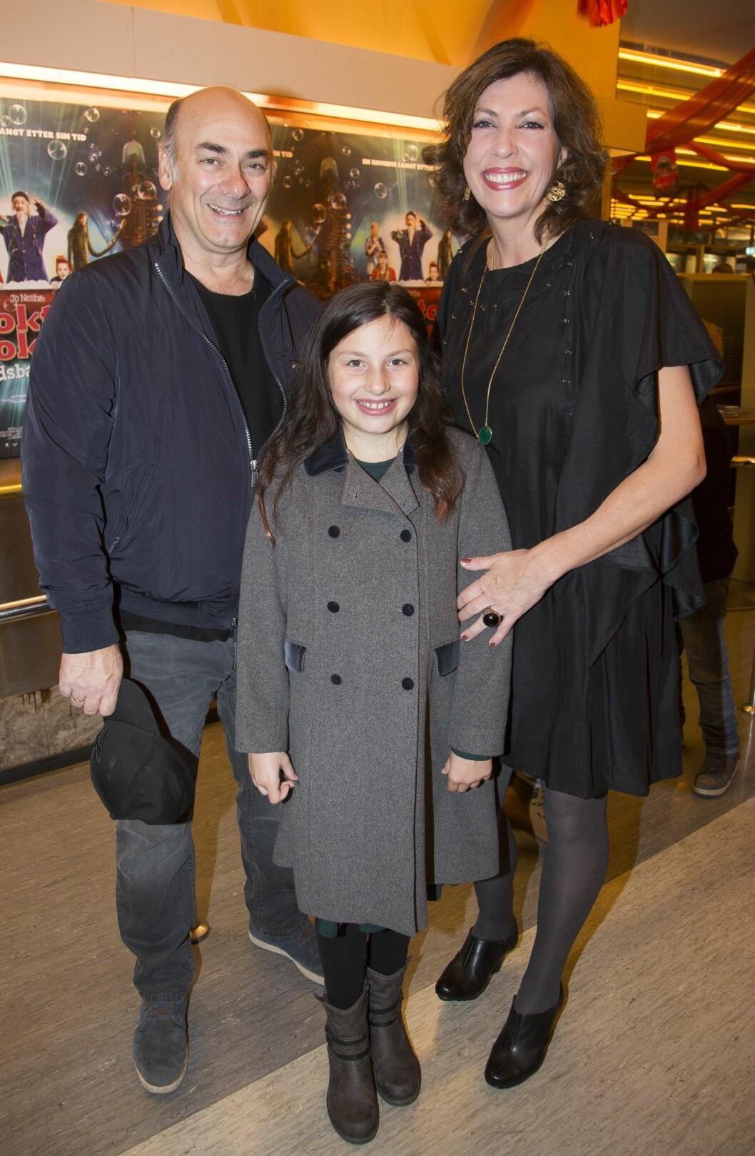 FAMILIEKOS: Helén Vikstvedt med mannen Tony Totino og datteren Sunniva. Foto: Tore Skaar/Se og Hør