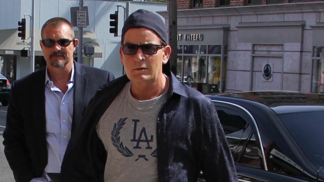 BERUSET: Charlie Sheen skal ha vært svært beruset da han lørdag ble kastet ut fra en bar i Los Angeles.  Foto: wenn.com
