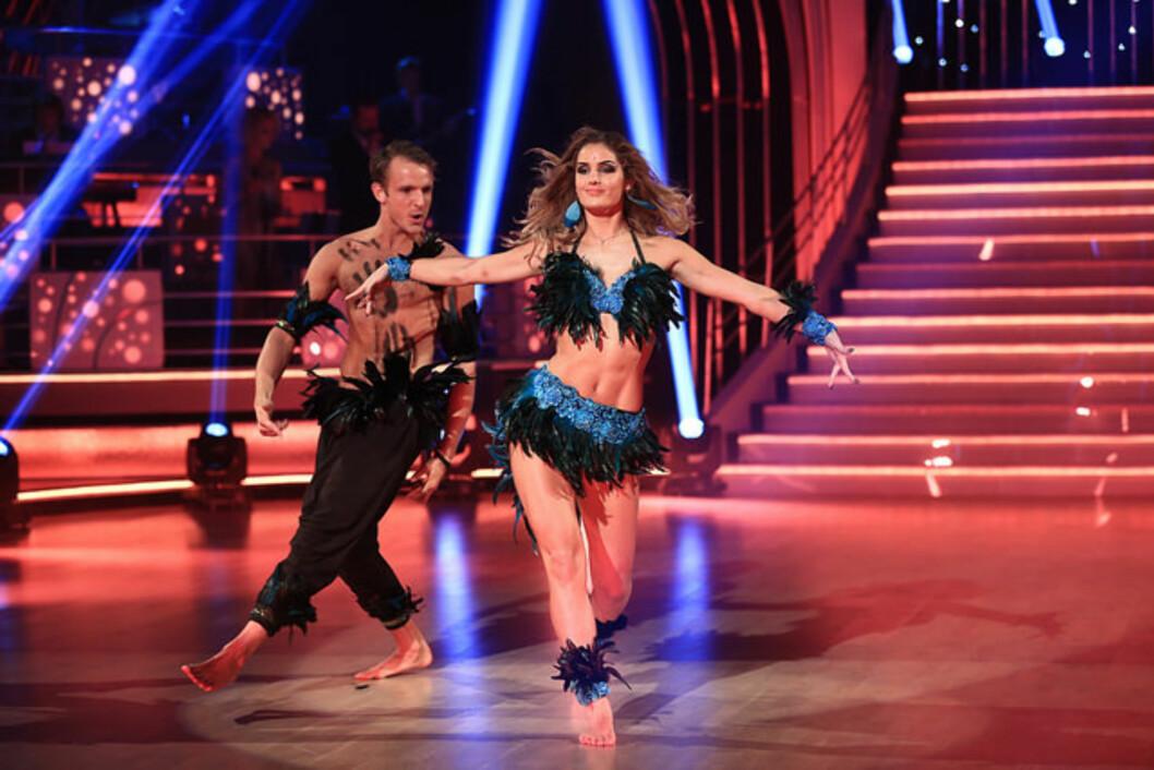 FULL POTT: Adelén er den første som sanker 40 poeng denne sesongen. Dansedommer Egor Filipenko mente hun danket ut Shakira med sine sensuelle hoftebevegelser.  Foto: Thomas Reisæter/TV 2