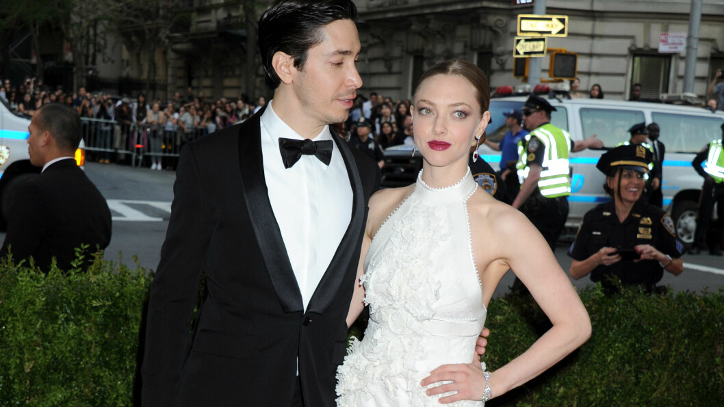 BRUDD: På Met-gallaen i New York i mai kom skuespillerparet Justin Long og Amanda Seyfried arm i arm. Drøye fem måneder senere skal forholdet nå være over.  Foto: Splash News