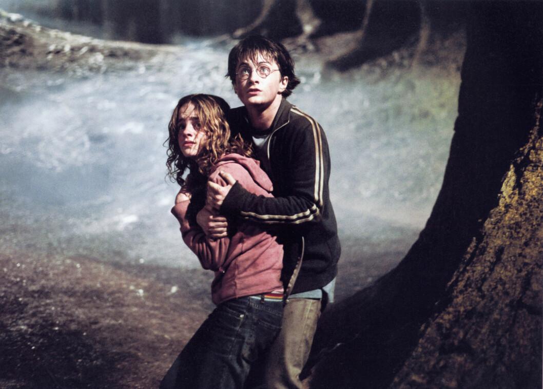 BEGYNNELSEN: Daniel Radcliffe ble først kjent som Harry Potter i filmene med samme navn. På dette bildet, som er fra 2003, er han i en scene sammen med kollega Emma Watson. Foto: Mary Evans Picture