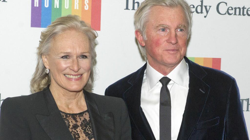 HVERT TIL SITT: I 2006 giftet skuespiller Glenn Close seg med David Shaw. Nå har de to skilt seg, melder People. Her er paret sammen på en galla i Washington D.C. i desember 2013. Foto: Zuma Press