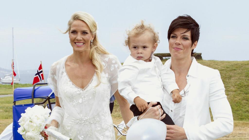 VIL VERNE SØNNEN: Anja giftet seg med sin kjære Gro i 2013, og sammen har de sønnen Mio. Anja vil unngå at sønnen leser negative ting om dem. Foto: Andreas Fadum, Se og Hør
