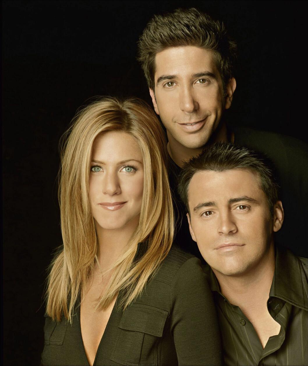 SÅRET: I ti år spilte David Schwimmer (bak) mot Jennifer Aniston i «Venner for livet». Nylig skal han ha klaget til Matt LeBlanc (t.h) over at han ble droppet på Anistons gjesteliste.  Foto: NTB Scanpix