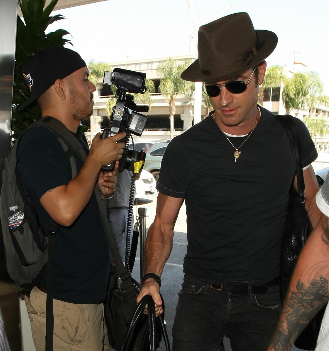 GODT GIFT: En nygift Justin Theroux på flyplassen i Los Angeles i midten av august, etter å ha returnert fra bryllupsreisen på Bora Bora. Foto: Splash News