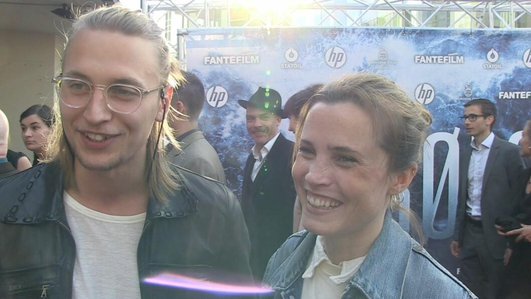 SØTE: Gitte Witt og kjæresten virket svært forelsket i forkant av kinopremieren på «Bølgen». Foto: Se og Hør