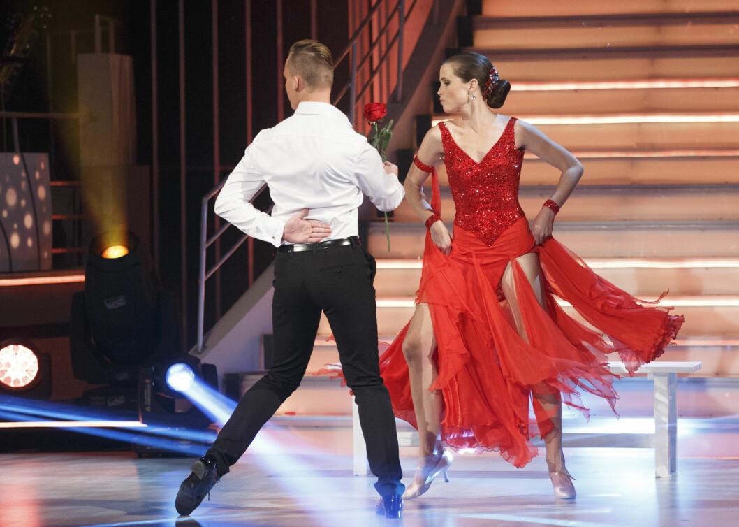 PREMIERE: Gitte Witt strålte i rød kjole på dansekonkurransens premiere. Foto: NTB scanpix