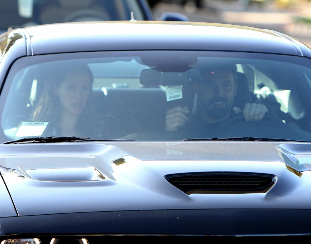 DRO SAMMEN: Det separerte ekteparet kjørte bort fra legekontoret i Ben Afflecks sportsbil, en Dodge Challenger Hellcat.  Foto: Broadimage