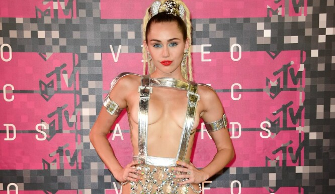 Miley Cyrus stilte halvnaken på sin store kveld