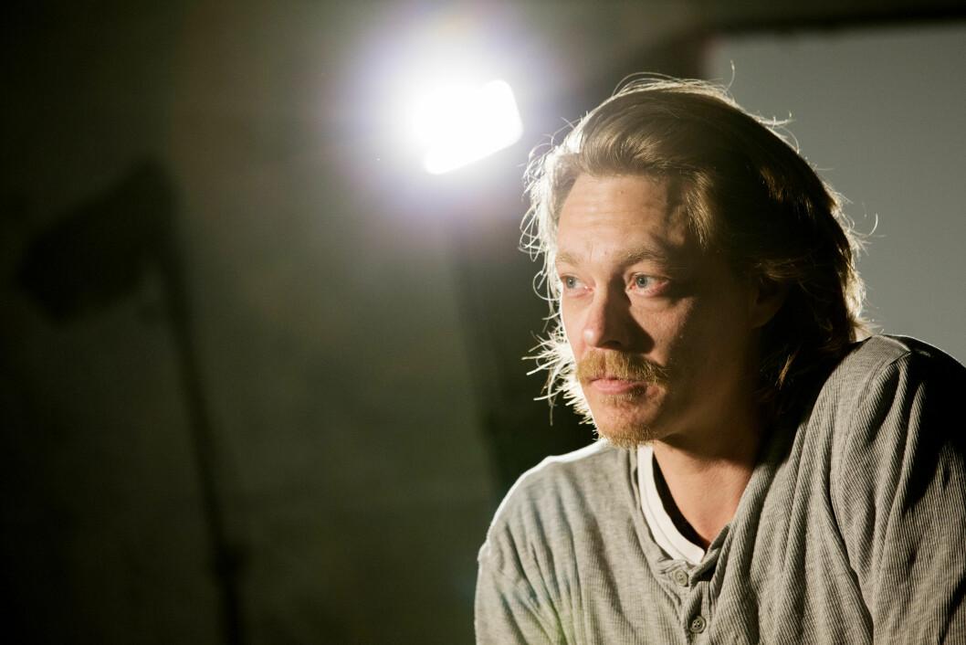 EN FLASKE VIN: Joner avslører i intervjuet at han på det verste startet dagen med en flaske vin. Foto: NTB scanpix