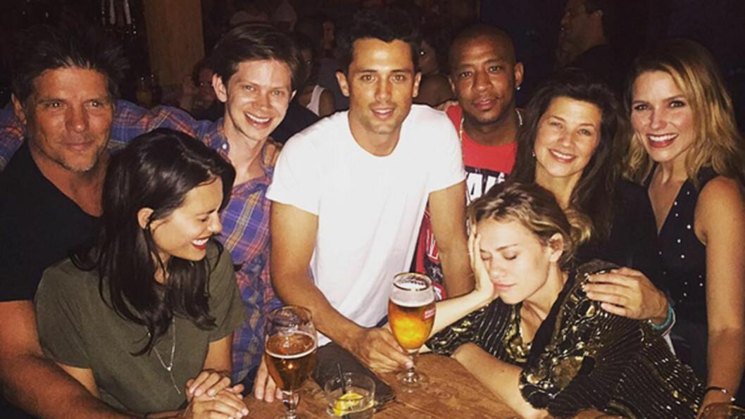 GJENFORENT: Flere av stjernene fra den populære TV-serien «One Tree Hill» var lørdag samlet til gjenforeningsfest.  Foto: Brooke Davis/Instagram