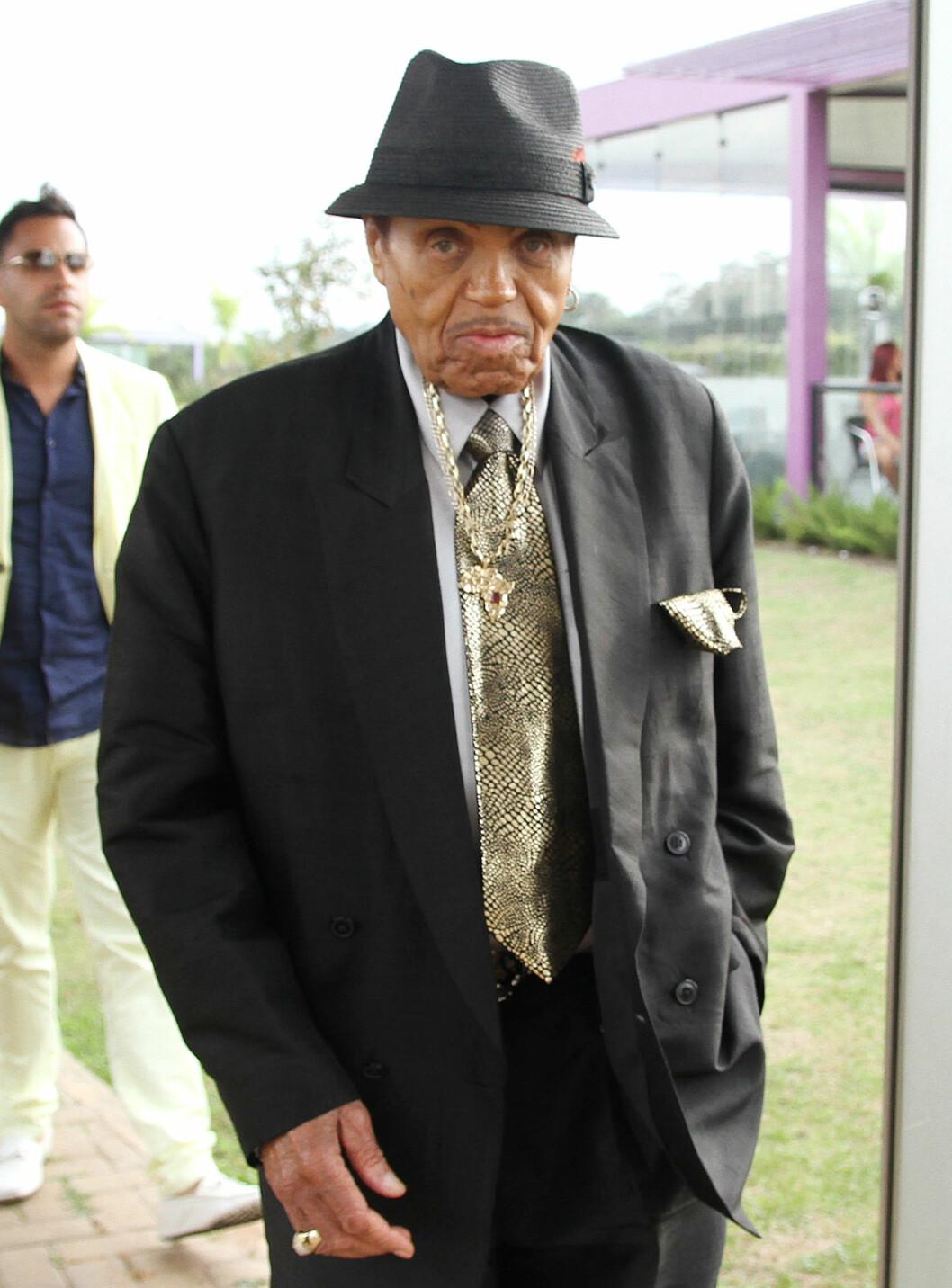 VAR PÅ BEINA: Bare et par dager før slaget som rammet på Jacksons 87-årsdag, besøkte han fotballklubben CT Corinthians i Sao Paulo. Foto: Splash News