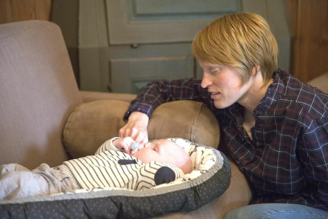 NY HVERDAG: Sønnen Aleksander har gitt Tora Berger en ny hverdag. Foto: Espen Solli, Se og Hør