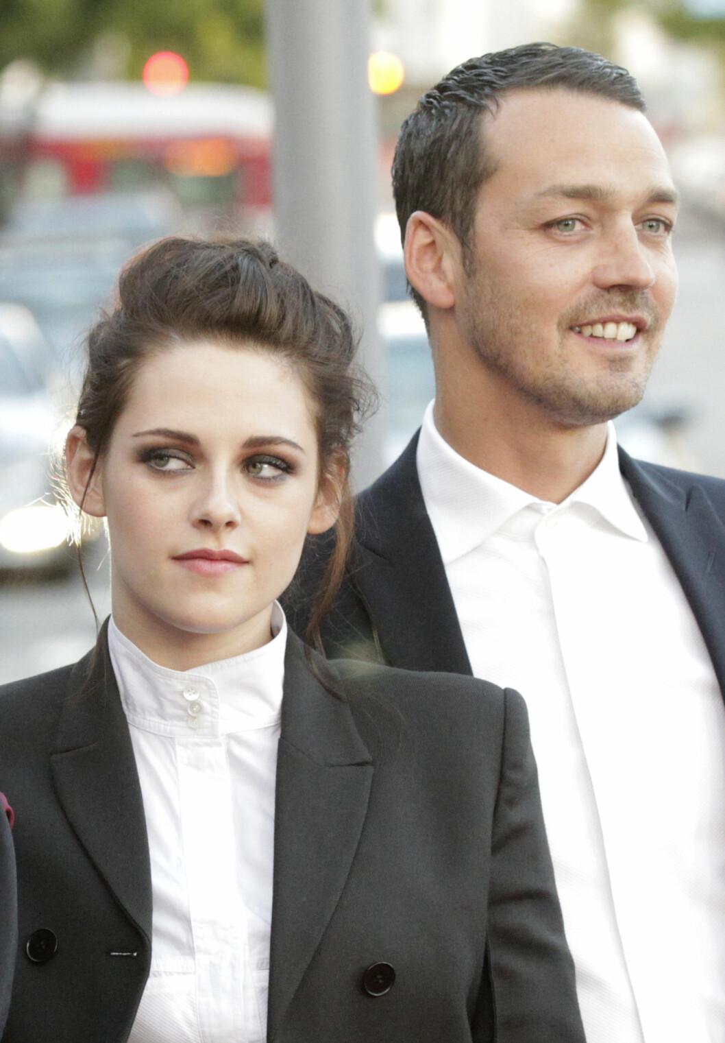 """BLE TATT PÅ FERSKEN: Det var mannen som regisserte henne i filmen """"Snow White and the Huntsman"""", Rupert Sanders, Kristen hadde en affære med. Foto: Scanpix"""