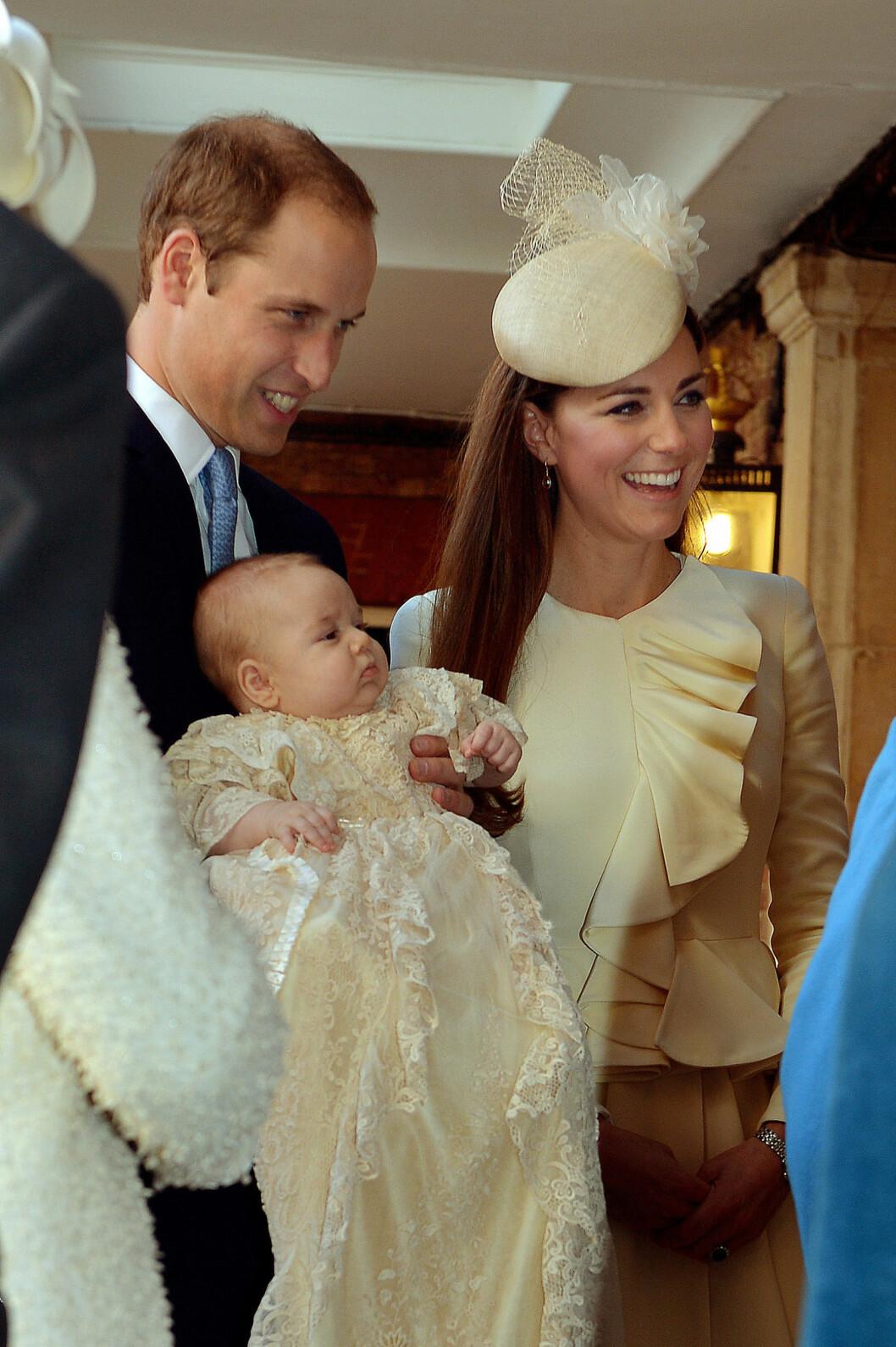 STOREBROR: Prins George ble døpt 23. oktober 2013 i det kongelige kapell i St. James Palace i London. Foto: Ap