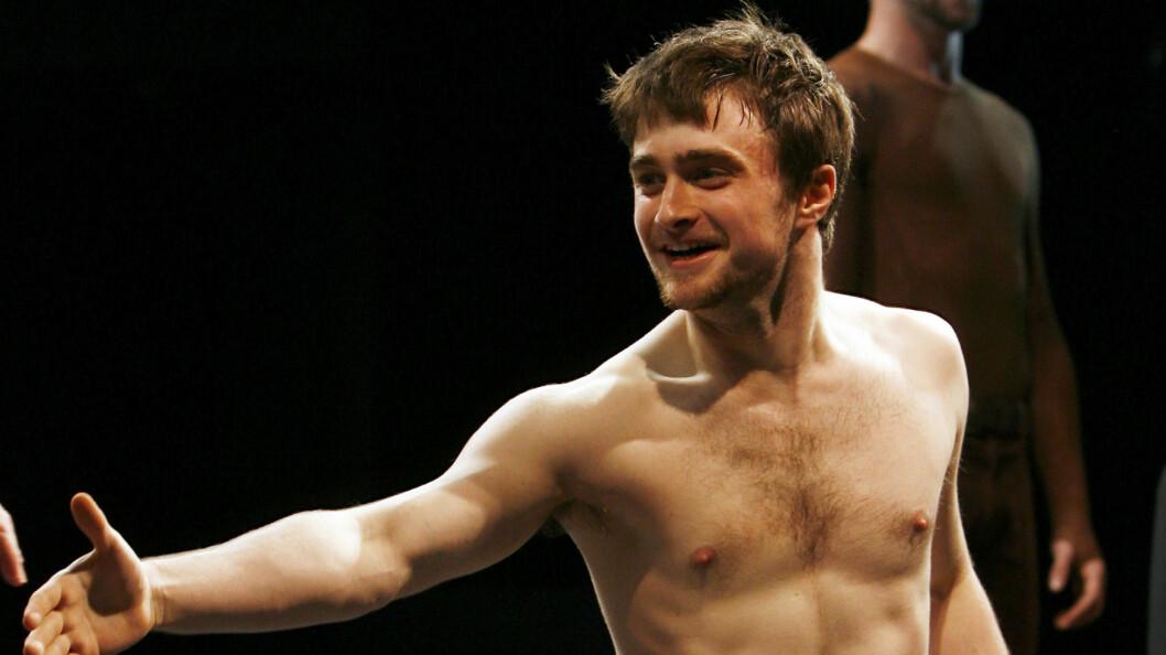 IMPONERER FANSEN: Daniel Radcliffe har tidligere kastet klærne på scenen i stykket «Equus», og det er ikke bare skuespillerferdighetene hans som har imponert fansen. Foto: REUTERS