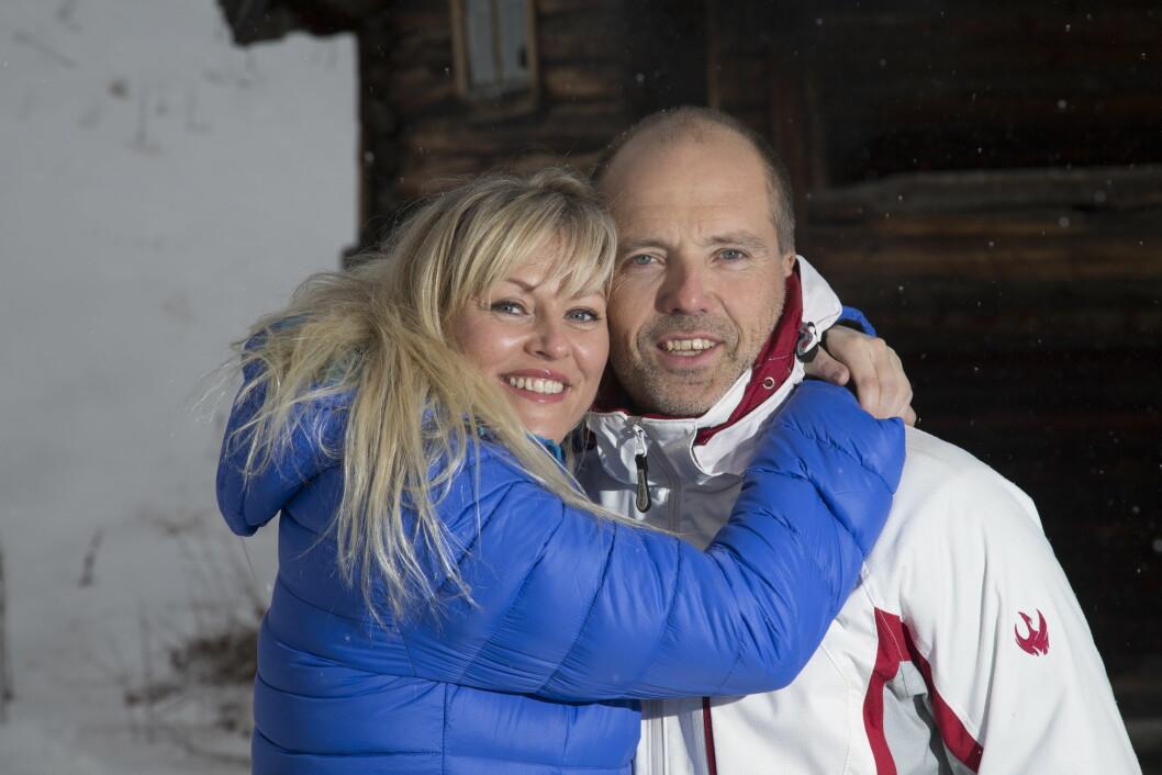 FLOTT PAR: Eli Kari Gjengedal og ektemannen Tom Saxegaard er glad i fart og moro - men i mars gikk det galt for den blide 44-åringen, da hun brakk benet i skibakken.  Foto: Erlend Haugen / Se og Hør