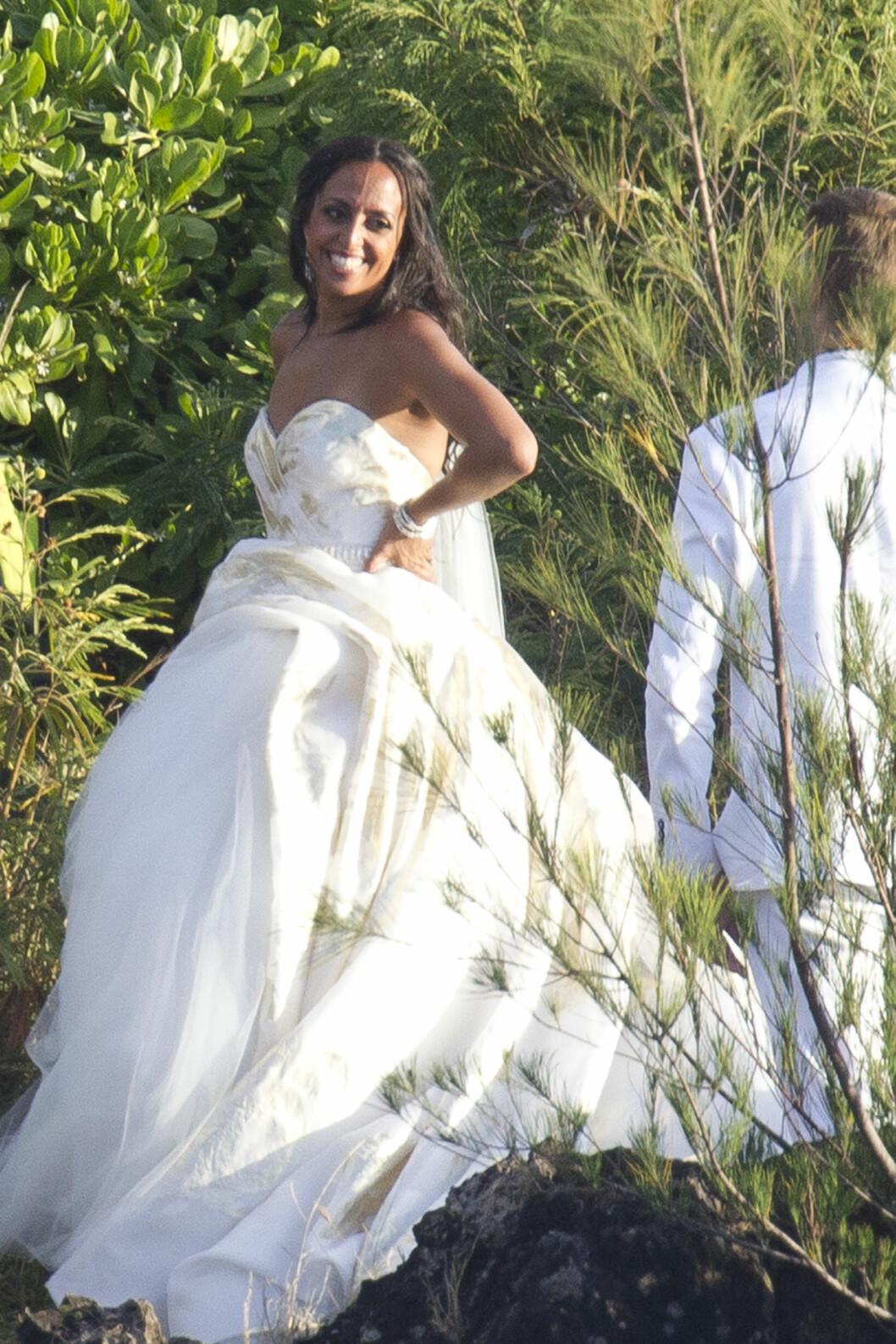 STORT SMIL: Bruden var i storslag på bryllupsdagen. Foto: Splash News