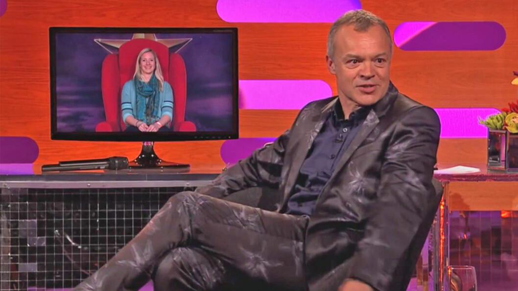 Torsdag 25. juni kommer Graham Nortons røde stol til Oslo. Tør du å fortelle din historie, kan du vinne en Graham Norton-weekend i London. Foto: BBC Brit