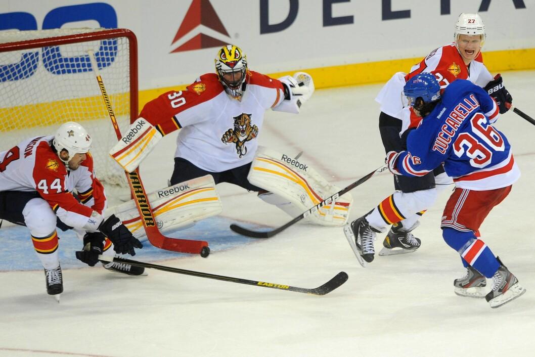 DRAMATISK: Mats Zuccarello (t.h) hadde en svært dramatisk hendelse på ishockeybanen tidligere i år. Her er han avbildet i aksjon ved en annen anledning. Foto: IMAGO/ All Over Press