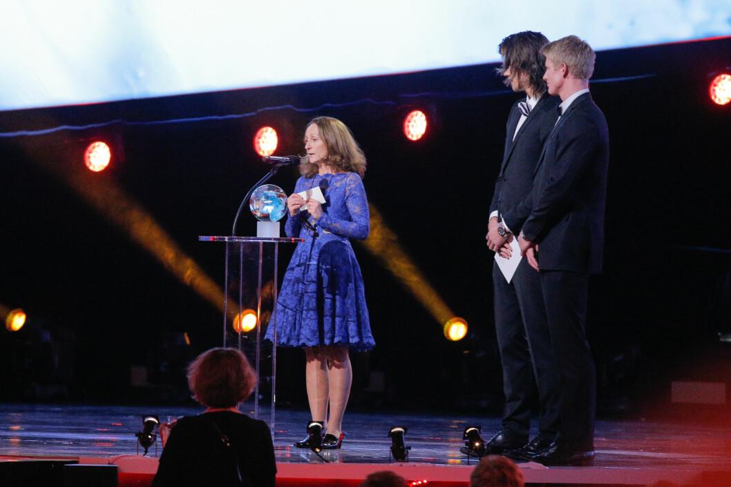 STOLT MAMMA: Anita Zuccarello mottok pris på sønnens vegne under Idrettsgallaen i 2014.  Foto: NTB scanpix