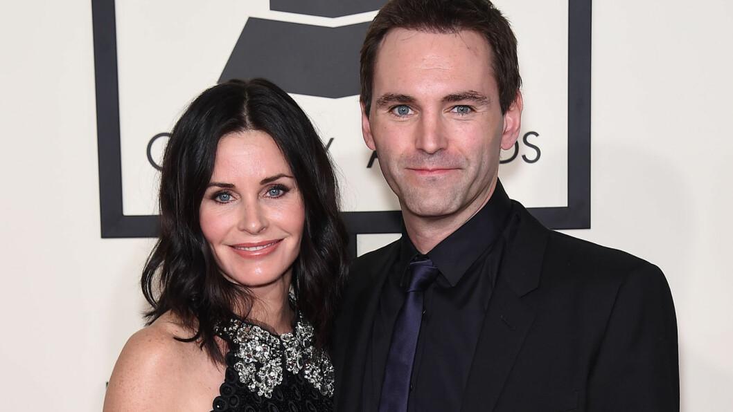 FORLOVET: Courteney Cox og Johnny McDaid ønsker seg barn sammen. Her er paret under årets Grammy Awards. Foto: NTB Scanpix