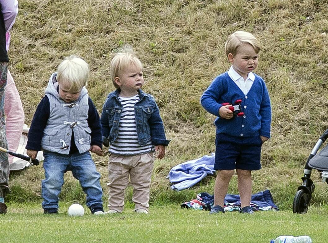 TRIO: Prins George fikk også tilbrakt litt tid med jevnaldrende barn. Her med tremenning Mia Grace (midten). Foto: NTB Scanpix