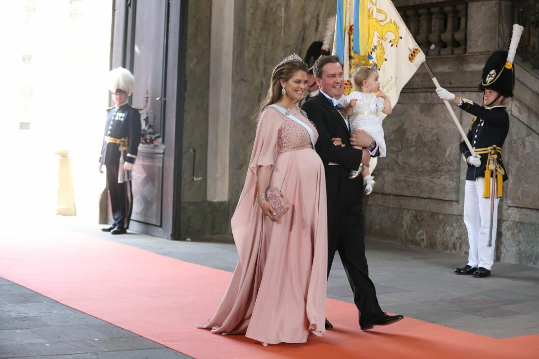 <strong>FAMILIE:</strong> Høygravide prinsesse Madeleine med ektemannen Christopher O´Neill og datteren prinsess Leonore. Foto: NTB Scanpix