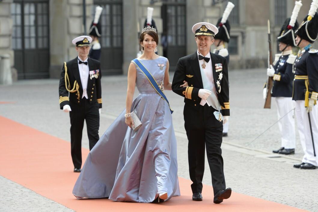 <strong>BLÅTT:</strong> Danske kronprinsesse Mary og kronprins Frederik strålte på rød løper. Foto: NTB Scanpix