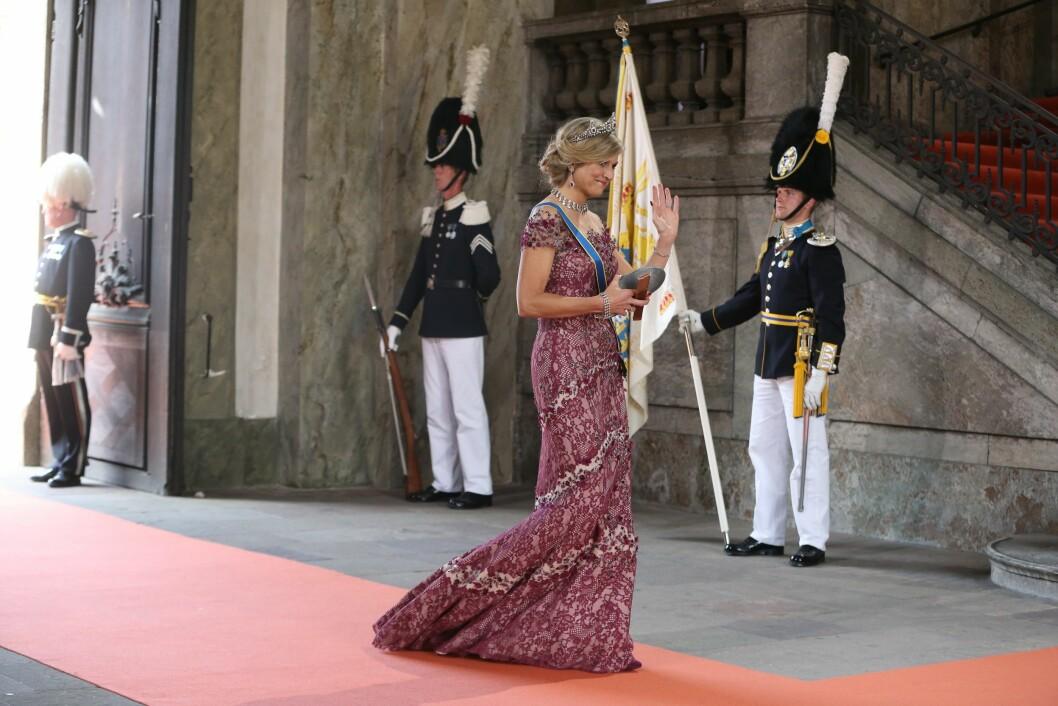 <strong>ALENE:</strong> Den nederlandske dronningen, Maxima, ankom prinsebryllupet uten ektemanne. Hun fikk terningkast seks av Se og Hørs kongehusekspert Caroline Vagle. Foto: NTB Scanpix
