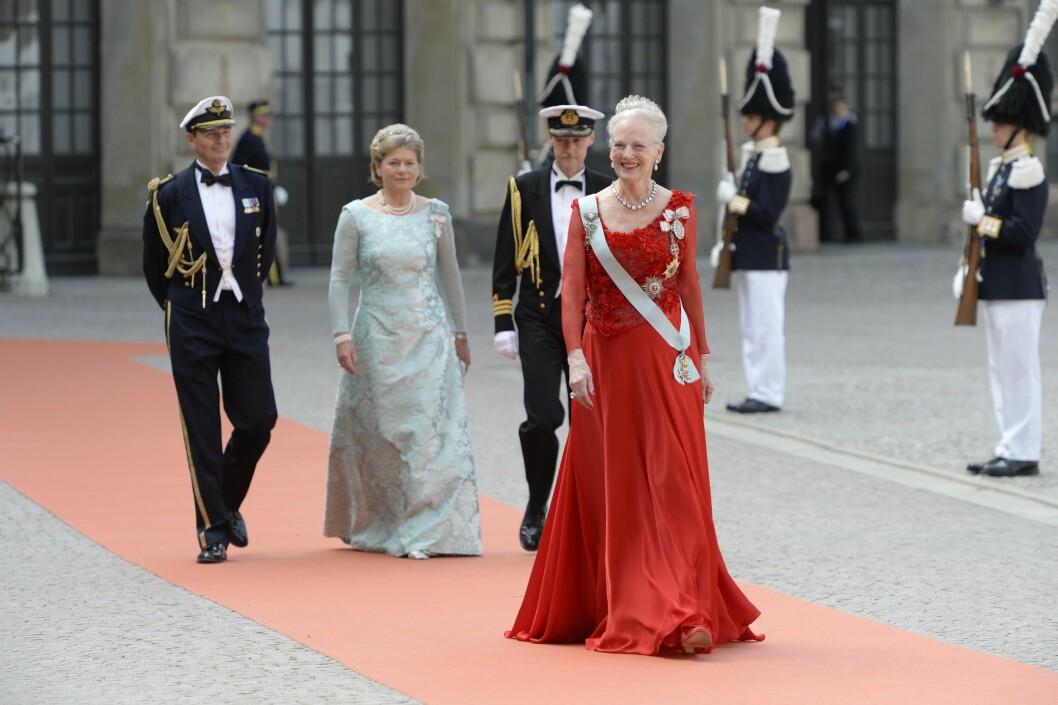 <strong>UTEN EKTEMANNEN:</strong> Danske dronning Margrethe matchet den røde løperen. Foto: NTB Scanpix
