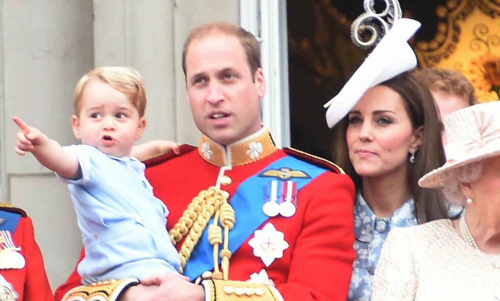 STOR GUTT: Prins George fyller i dag hele fem år, noe Kensington Palace feirer ved å frigi et nytt bilde av ham. Det vet han derimot ingenting om selv, for foreldrene hans holder en stor hemmelighet fra ham. Foto: NTB scanpix
