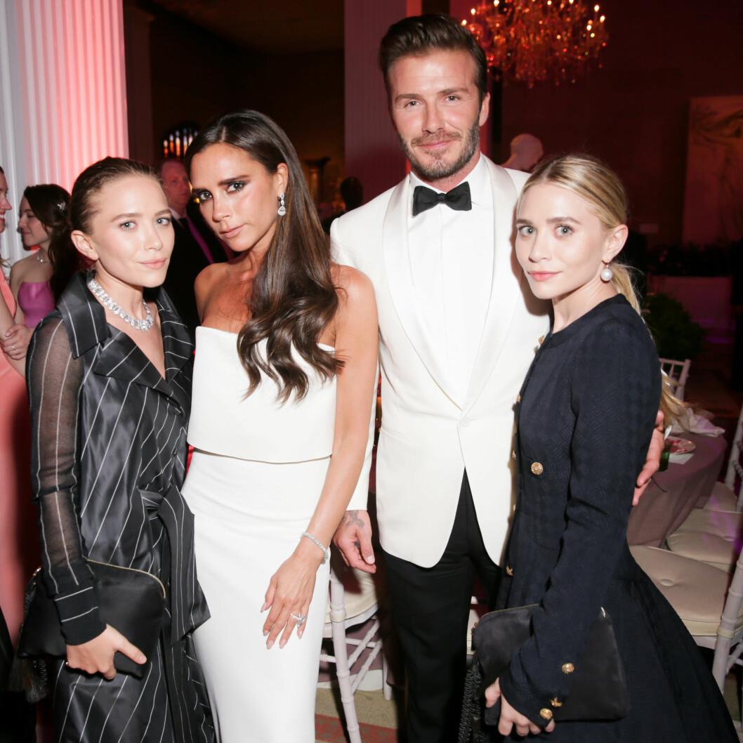 <strong>MOTEGURUER:</strong> Ashley og Mary-Kate Olsen sammen med Victoria og David Beckham på MET-gallaen i New York i mai 2014. Dengang var det i hvert fall ikke sure miner mellom dem!  Foto: SipaUSA