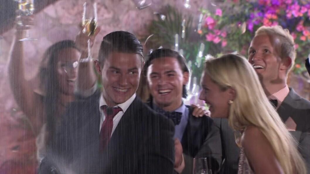 JUBEL: Det var et rørende øyeblikk da kjæresteparet vant konkurransen sammen. Foto: TV 3